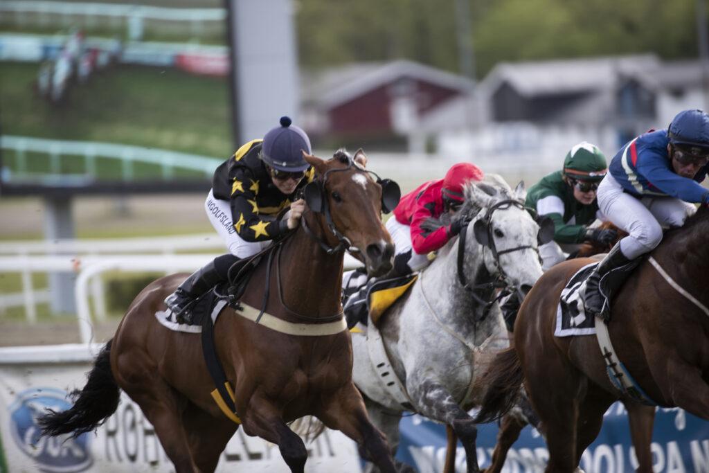 Øvrevoll17052019_Kaia S Ingolfsland vant løp 7 med Barny_foto_Roger Svalsrød_hesteguiden.com